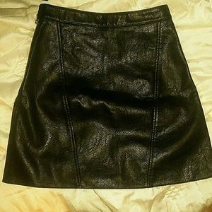 EUC ZARA black leather mini A line skirt xs